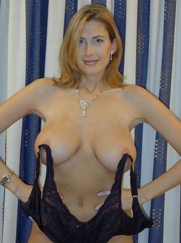 Rencontre sexy à Toulon avec une cougar aux énormes seins