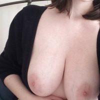 Rencontre sexy à 3 à Toulon cougar aux énormes seins
