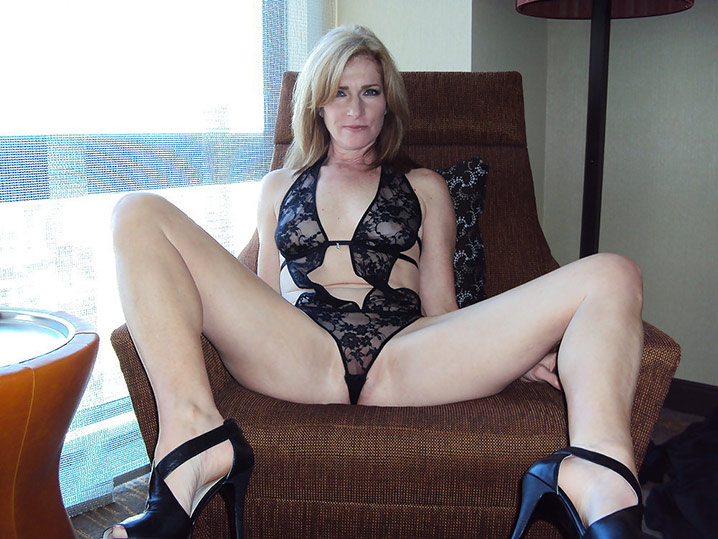 helena charmante blonde dispo tchat sexy