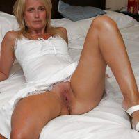 Viviane cougar aux tendances dominatrices au lit, rencontre femdom