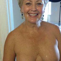 Bérénice blonde 62 ans cherche couples plan à 4