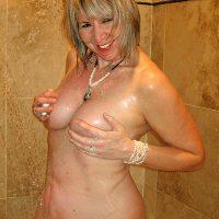 Yvette nympho à gros seins chaude pour gangbang, Nancy