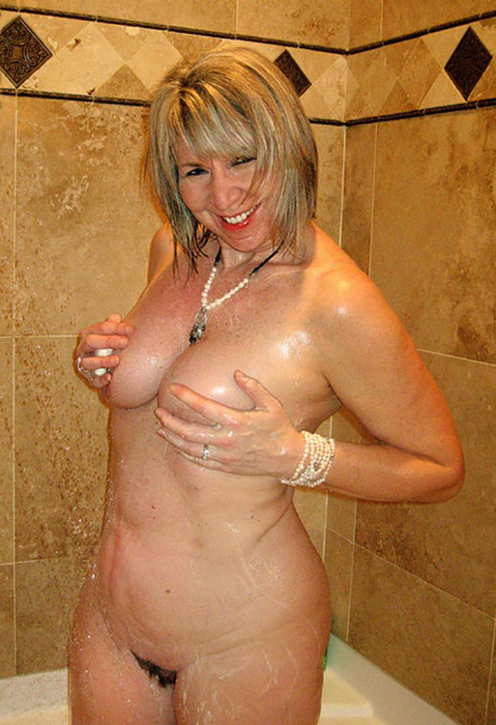 yvette nympho gros seins chaude pour gangbang