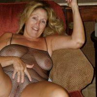 Denise, blonde exubérante s'offre en exhib cam coquine